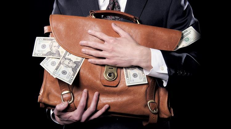 lừa đảo chiếm đoạt tài sản, lạm dụng tín nhiệm chiếm đoạt tài sản